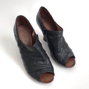 Naya Black Genesis Leather Wedge Peep Toe Size 8.5